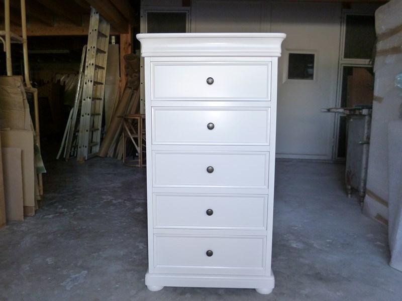 top meuble peint en blanc du05 montrealeast. Black Bedroom Furniture Sets. Home Design Ideas